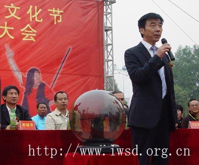 阜阳市体育局局长闫森宣布大会开幕