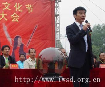 阜阳市体育局局长闫森宣布大会开幕图片
